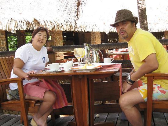 Le Taha'a Island Resort & Spa: at Breakfast