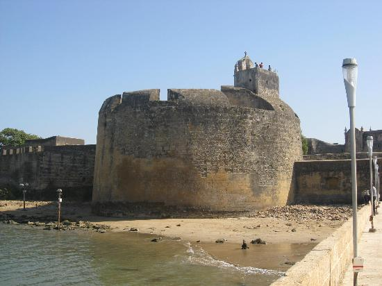Daman and Diu, Indien: this is the front of old fort in diu...