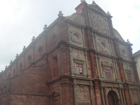 Basilica of Bom Jesus: The tall, magnificent, old but grand, Church at Goa.