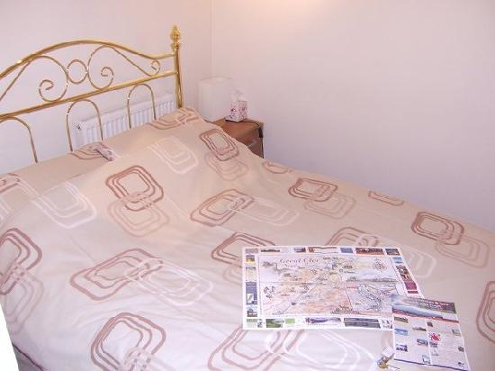 Fairfield Villa Guest House: Double bed
