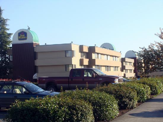 BEST WESTERN Cascadia Inn: Hotel Exterior