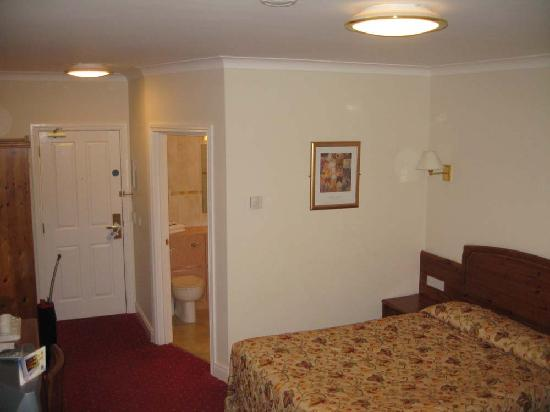 Dunsilly Hotel: Comfort Hotel, Antrim, bedroom view 1