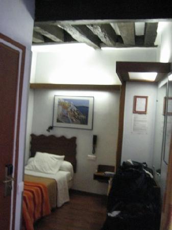 Les Argonautes: my hotel room