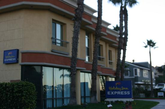 هوليداي إن إكسبريس نيوبورت بيتش: Holiday Inn Express in the Morning