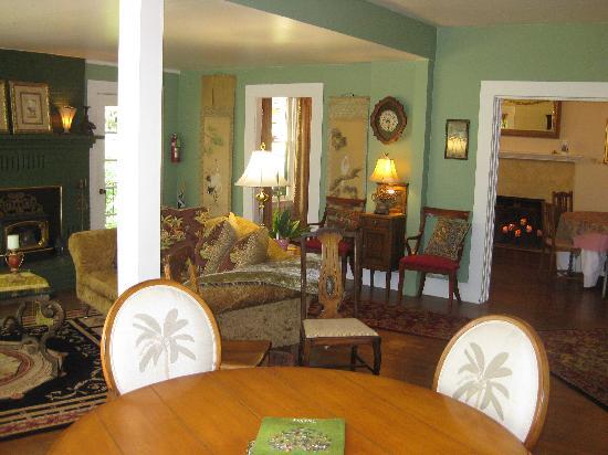 Sonoma Orchid Inn: Cozy Living Room
