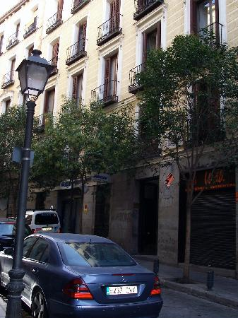 Hostal Conchita II: On the right, second door
