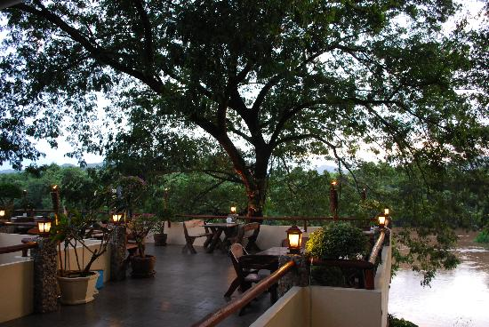 Oriental Kwai Resort: Terrace overlooking River Kwai