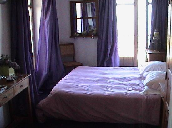 Hôtel Le Caritz : Our bedroom