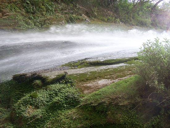 Uttarakhand, อินเดีย: tiger falls near chakrata india's 2nd highest