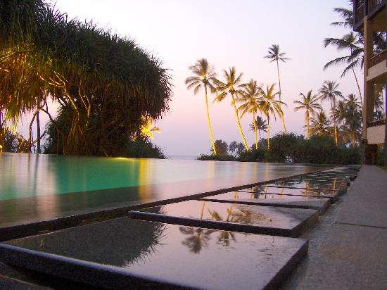 Jetwing Lighthouse: Infinity Pool