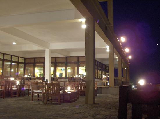 Jetwing Lighthouse: Bar/Restaurant by Candlelight