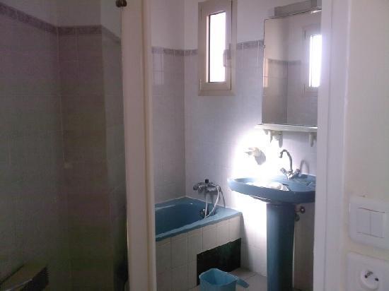 Hotel Reine d'Azur : la salle de bain