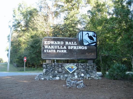 The Lodge at Wakulla Springs: Sign at the park entrance.