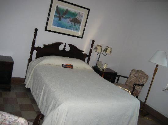 The Lodge at Wakulla Springs: Room #30, queen bed.