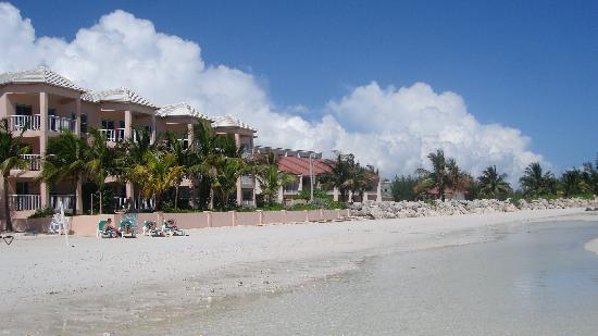 Island Seas Resort: Private beach with island seas in at the back