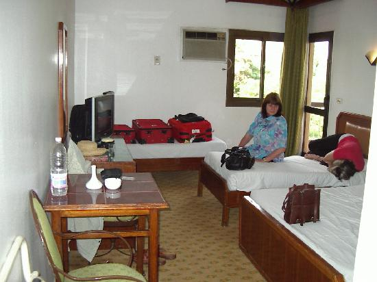 Santana Hotel: Our first room