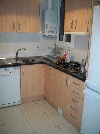 Aramunt Apartments: The kitchen