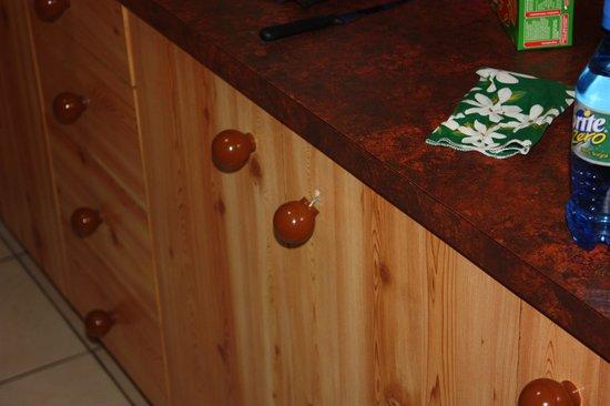 Southport, Australia: Kitchen cupboard