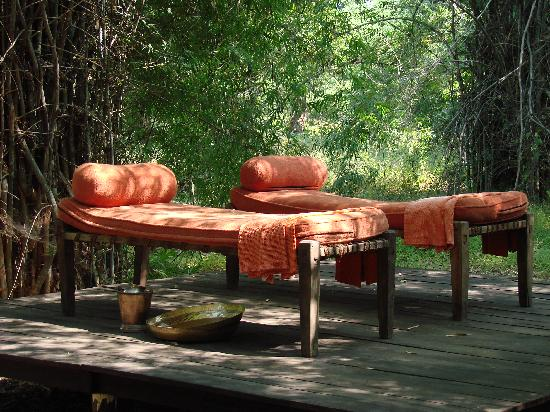 Veranda Outdoor Wicker Patio 5 Piece Sectional Sofa Set In