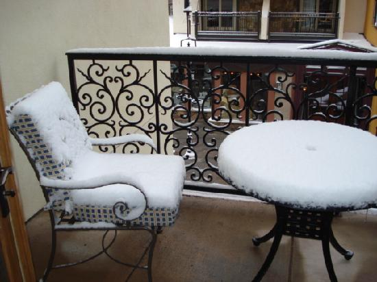 Arrabelle at Vail Square, A RockResort: balcony after 4 inches of snow