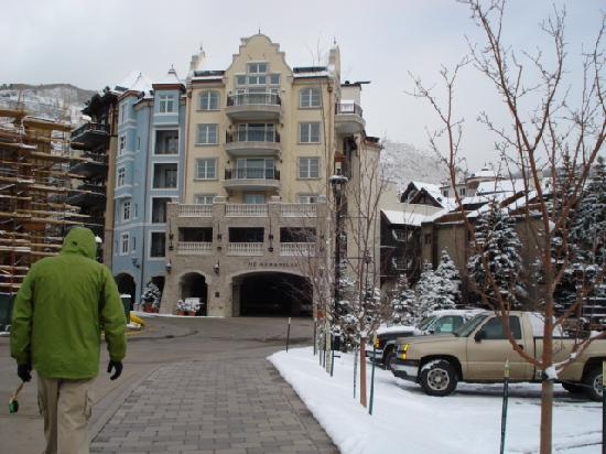 Arrabelle at Vail Square, A RockResort: Entrance to the hotel