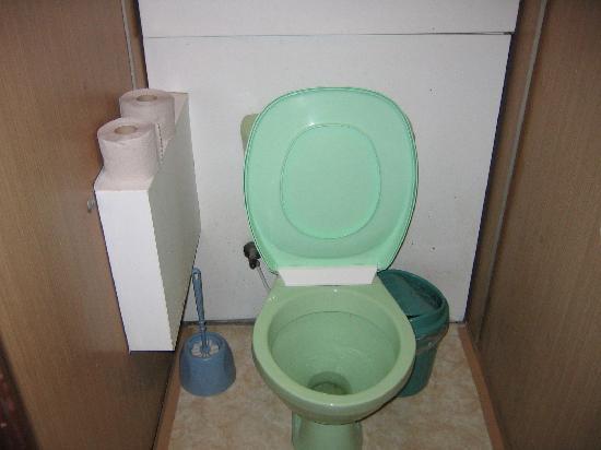 Hotel Tourist: the toilet