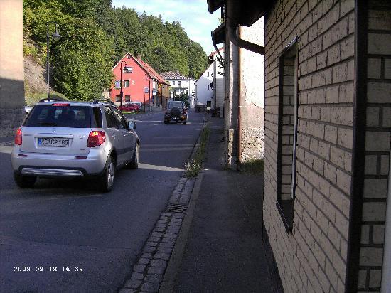 Gasthof Roseneck: Viel Straßenverkehr und kleine Bürgersteige