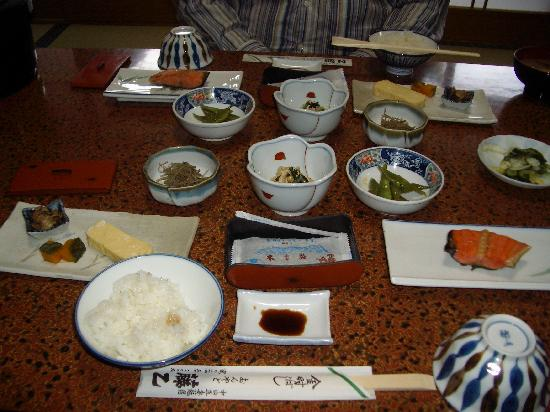 Ryokan Fujioto: Our breakfast consisted of grilled salmon, cooked eggs and seasonal vegetables.