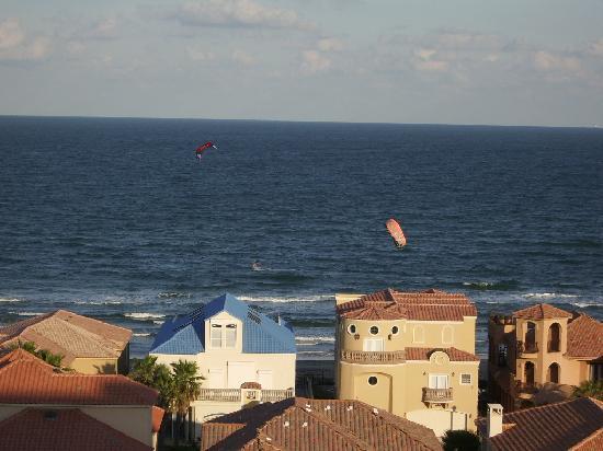 Las Villas Condominiums: View of the beach