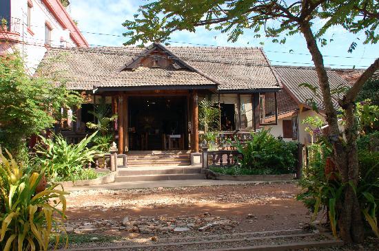 Beau Rivage Mekong Hotel: Spirit House Bar/Restaurant next door to Beau Rivage