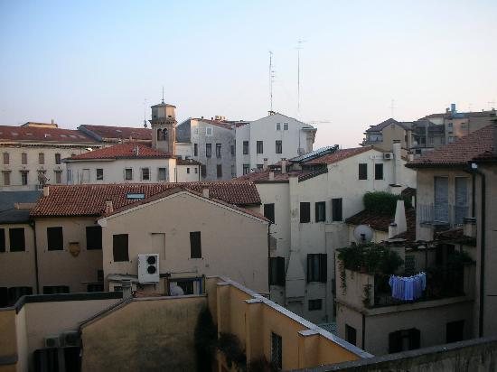 Vista dalla finestra in basso a destra foto di hotel - La finestra padova ...