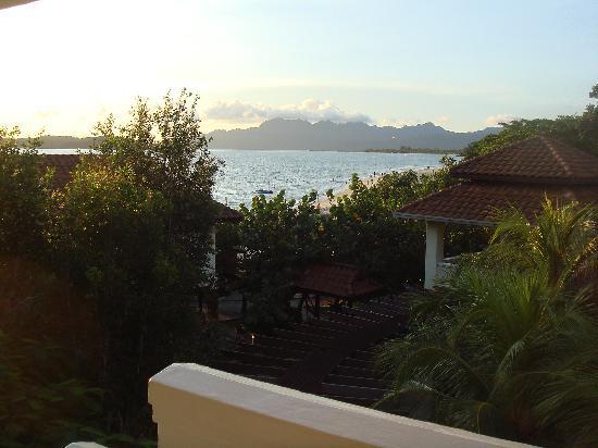 The Lanai Langkawi Beach Resort: vue sur la plage