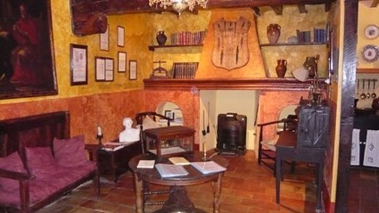 Casa del Arte Mayor de la Seda: Silk weavers house - lounge