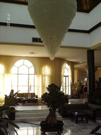 Ramada Liberty Resort Hotel: le hall