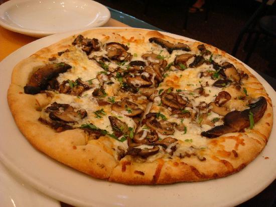 Superb Bbq Chicken Pizza Picture Of California Pizza Kitchen Interior Design Ideas Skatsoteloinfo