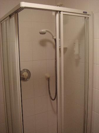 Aberdour Hotel: Shower