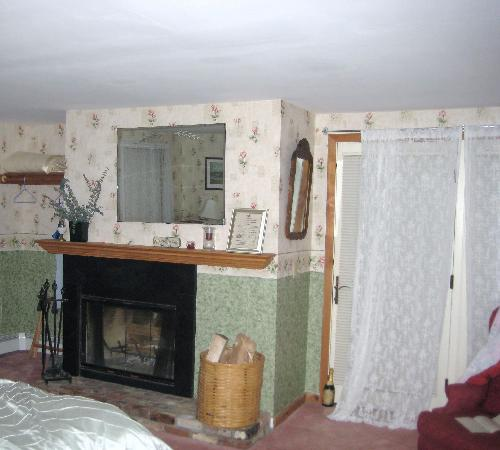 Snow Goose Inn : View of Room #10 - Fireplace