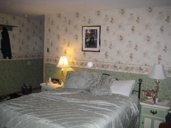 Snow Goose Inn : View of Room #10 - Queen Size Bed