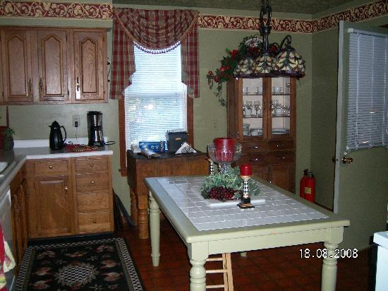 Trenthouse Inn Bed and Breakfast: Guest Kitchen