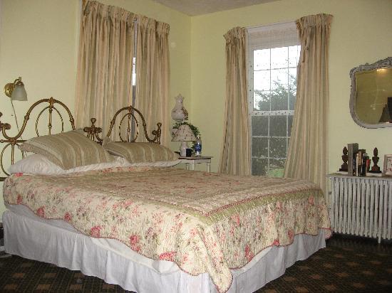 City Lights Inn : Bedroom - North Suite