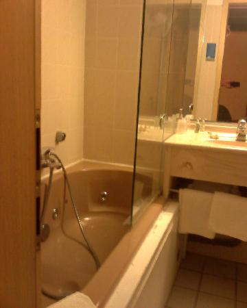 Hotel Pere Benoit : Bathroom