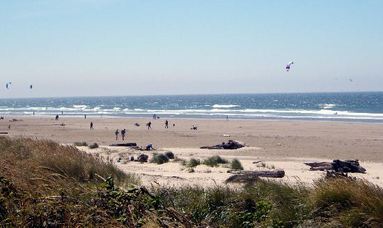 Spindrift Inn: manzanita beach in august '08