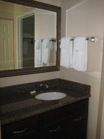 Staybridge Suites Guelph: Vanity
