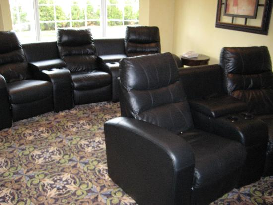 Staybridge Suites Guelph: Chairs in Theatre Room