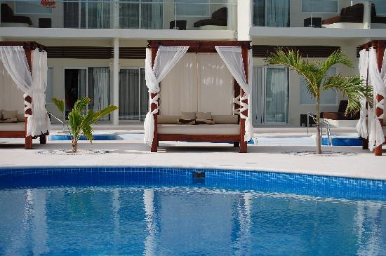 Azul Beach Resort Sensatori Mexico: Pool Beds