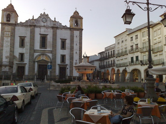 Evora, Portugal: A beer at sunset - Praca do Giraldo