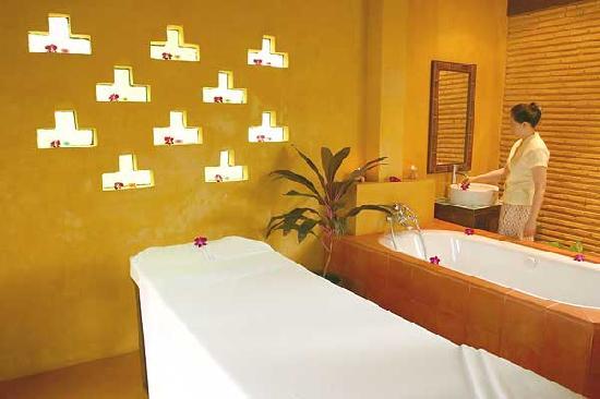 Ruen Pruksa 2 Parichart Boutique Resort: Spa room at Ban Ing Nam