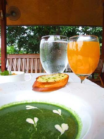 Ruen Pruksa 2 Parichart Boutique Resort: Example of exquisite food