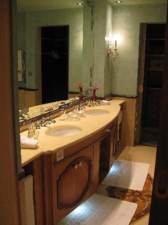 Carlton Hotel St. Moritz : bathroom