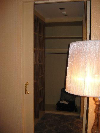 Carlton Hotel St. Moritz : closet